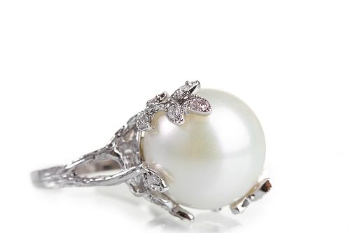 beautiful ring with pearl